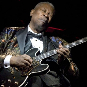 NEW YORK - APRIL 18: Blues Legend B.B. King performs his 10,000th concert at B.B. KIng Blues Club & Grill in Times Square on April 18, 2006 in New York City. King is a nine time solo Grammy Award winning musician who started his career in 1947. (Photo by Astrid Stawiarz/Getty Images)